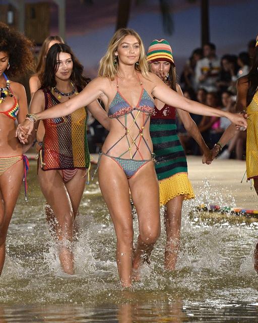 gigi_hadid_tommy_hilfiger_springsummer_2016_show_new_york_fashion_week_september_2015_s4PeBJUI.sized_